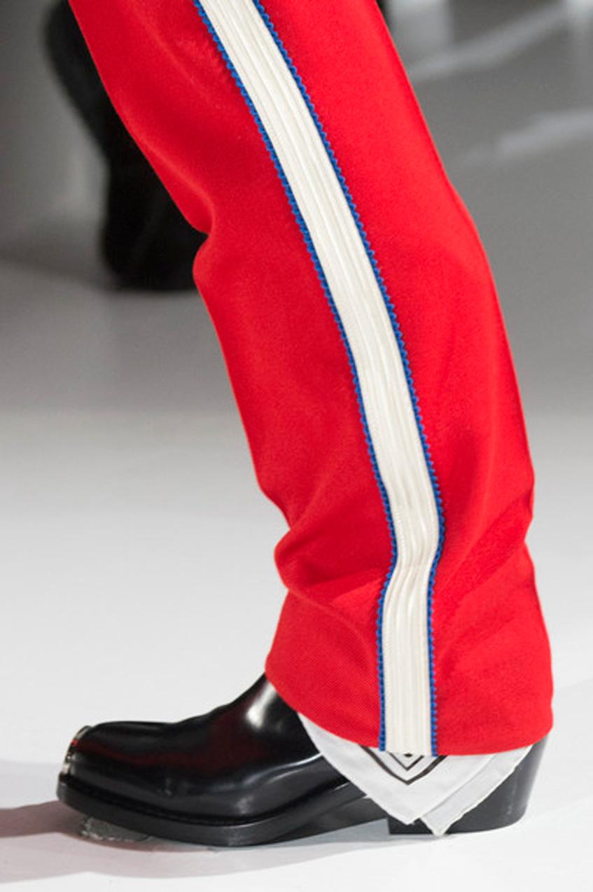 красные штаны
