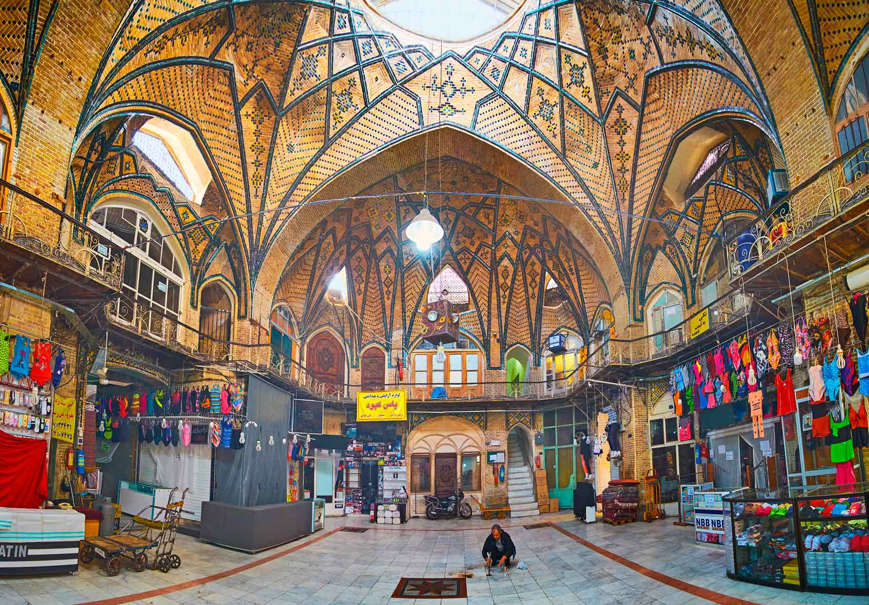 Иран надо ли носить хиджаб туристам