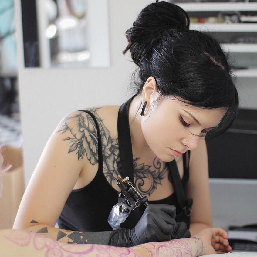 татуировка на ключице большая