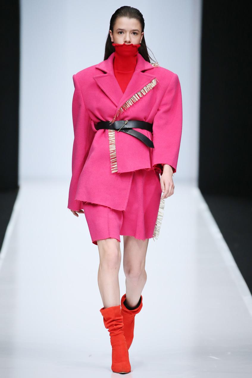 Анна Арбузова розовый пиджак