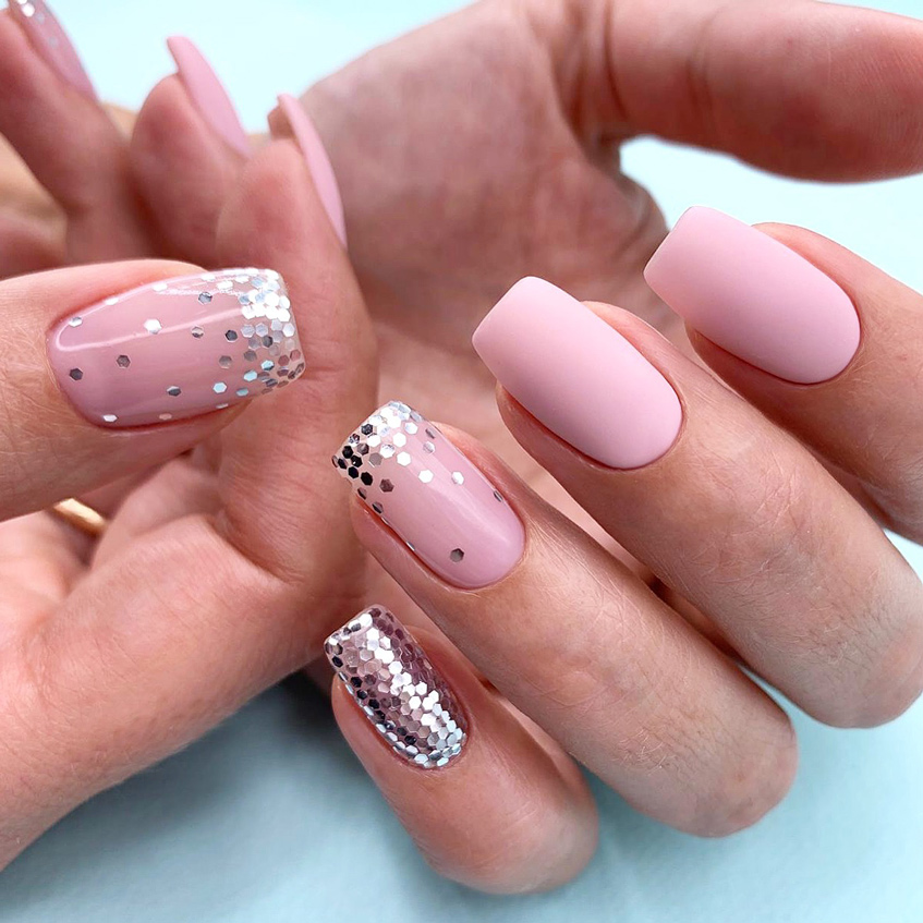 маникюр с блестками розовый