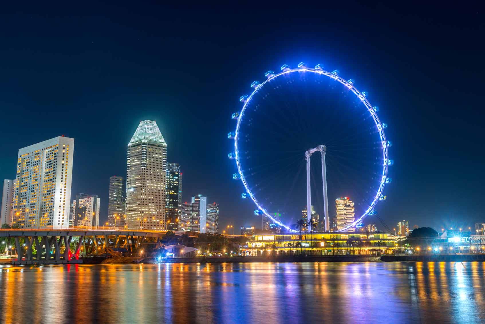 колесо обозрения Сингапур город ночью
