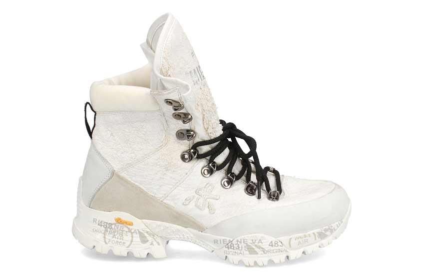 белые трекинговые ботинки