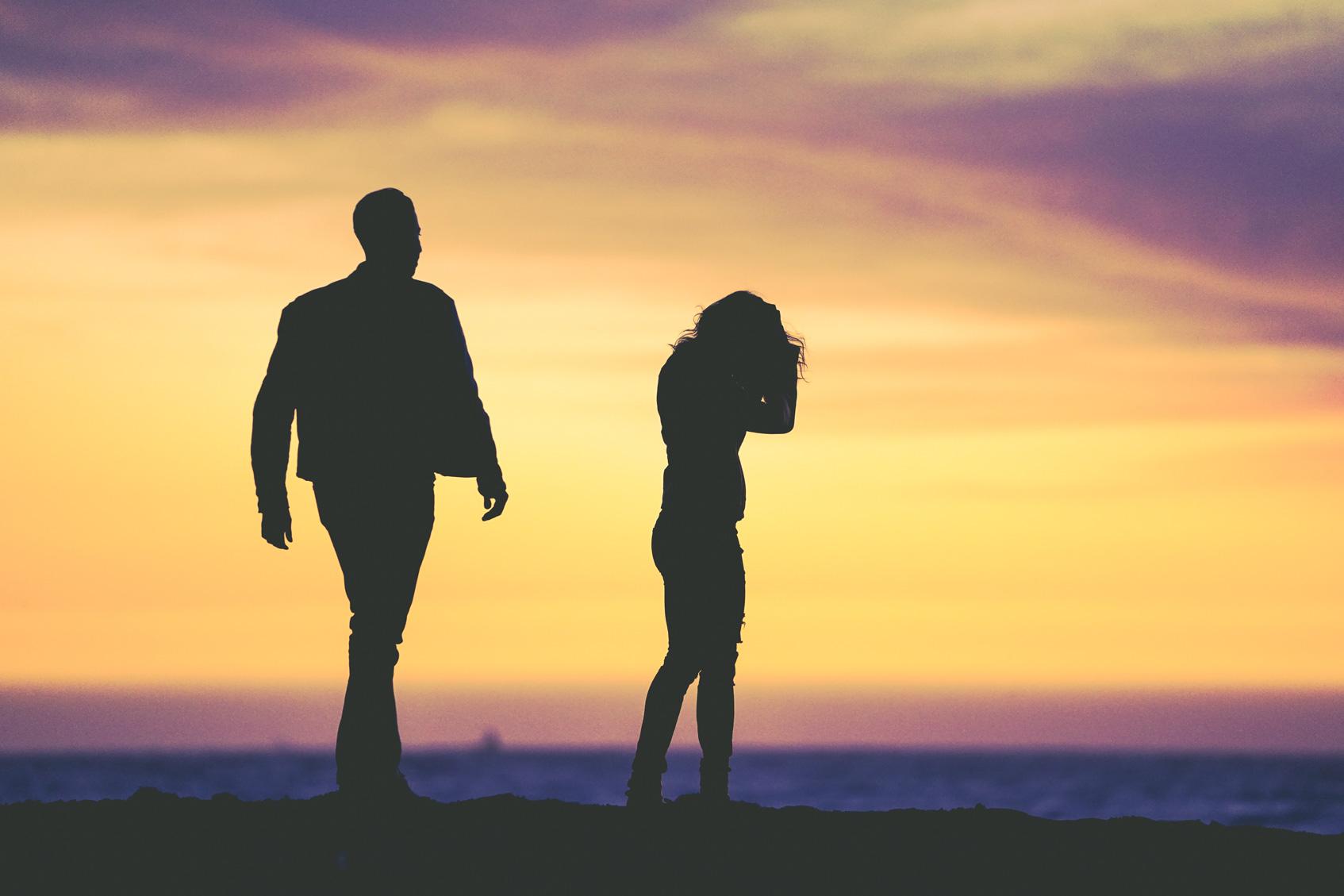как распознать насильника в партнере