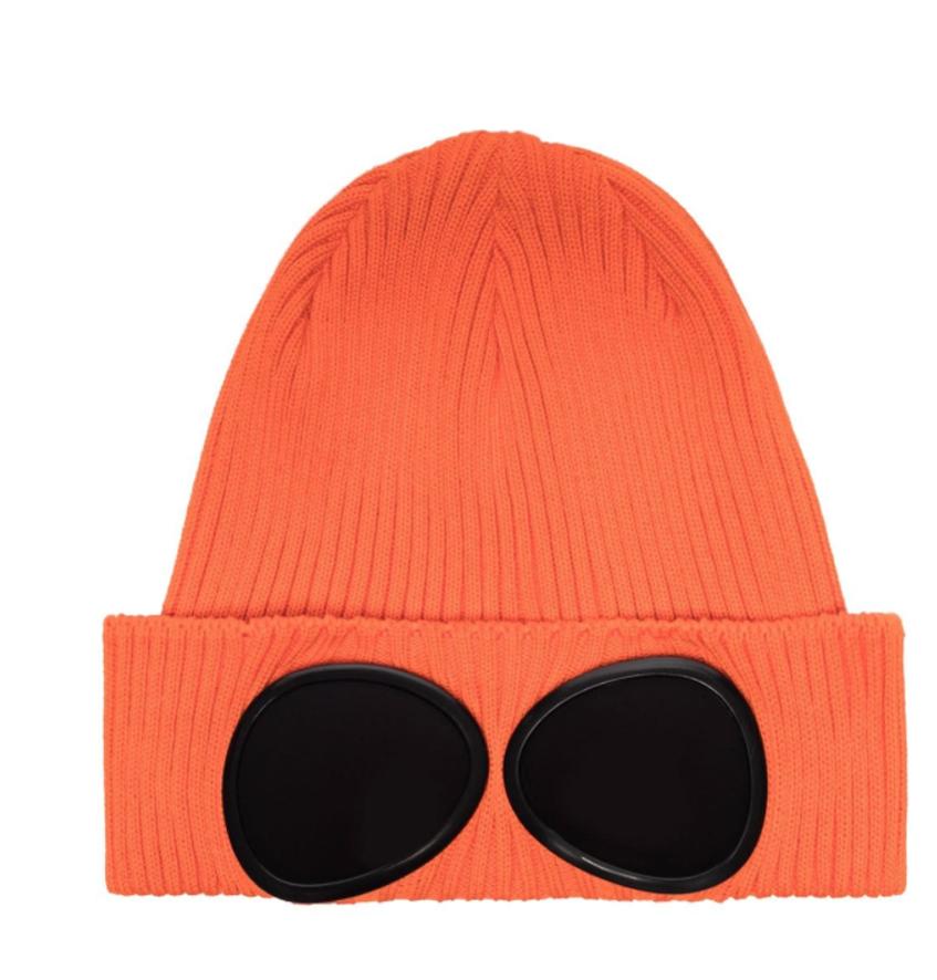 оранжевая шапка