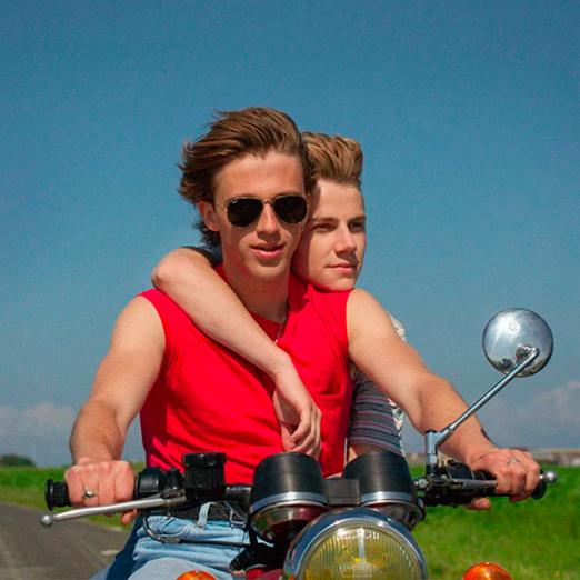 в сети появились новые кадры фильма франсуа озона лето 85