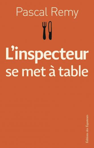 инспектор садится за стол читать
