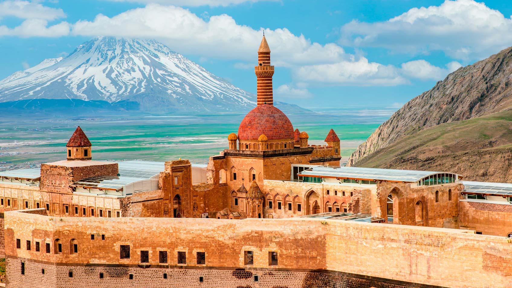 Дворец Исхак-паши возле Догубаязита в Восточной Турции