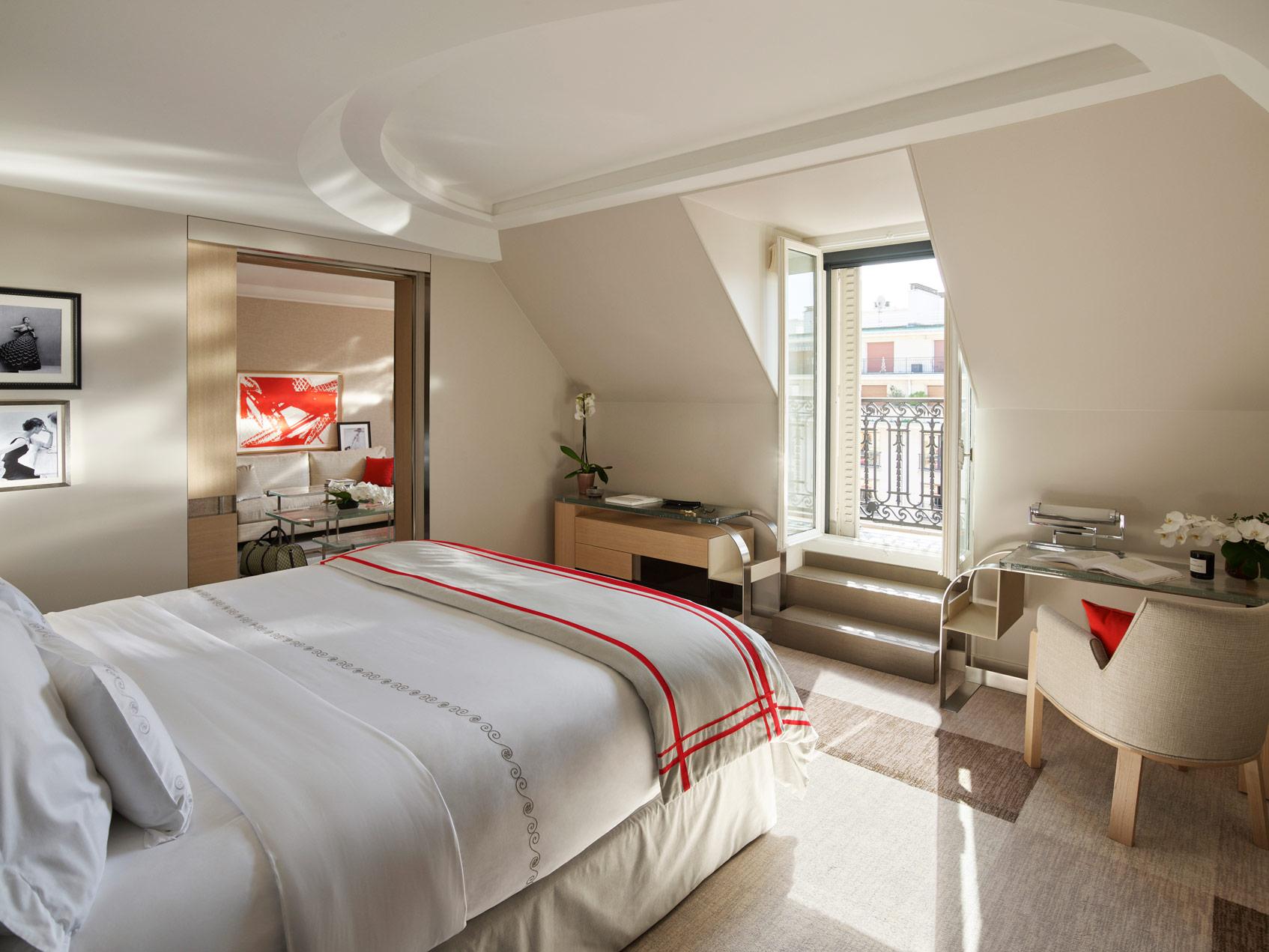 Hôtel Plaza Athénée в париже вновь открыт