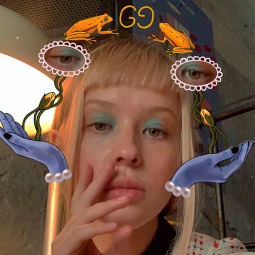 Российская художница сделала инстаграм-маску совместно с Gucci