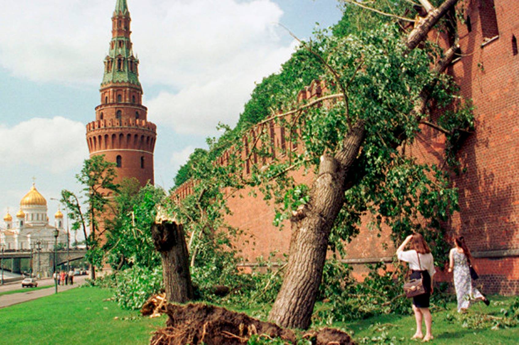 шквалистый ветер в Москве