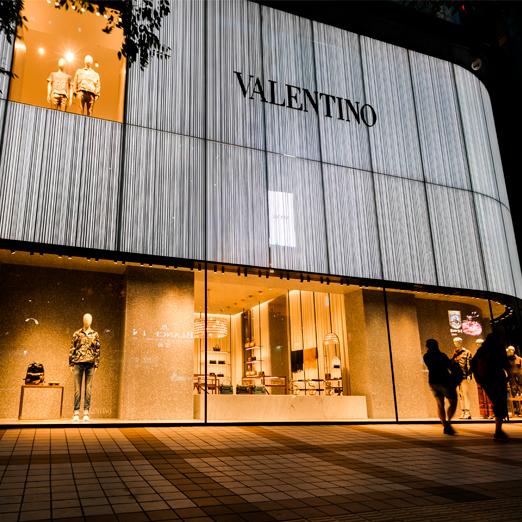 Valentino издаст книгу о логотипе