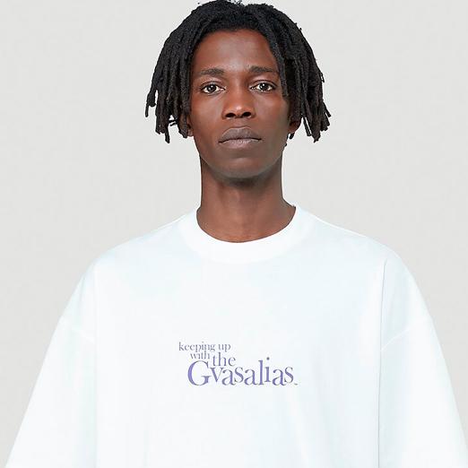 Vetements выпустил футболку с пародией на шоу Кардашьян
