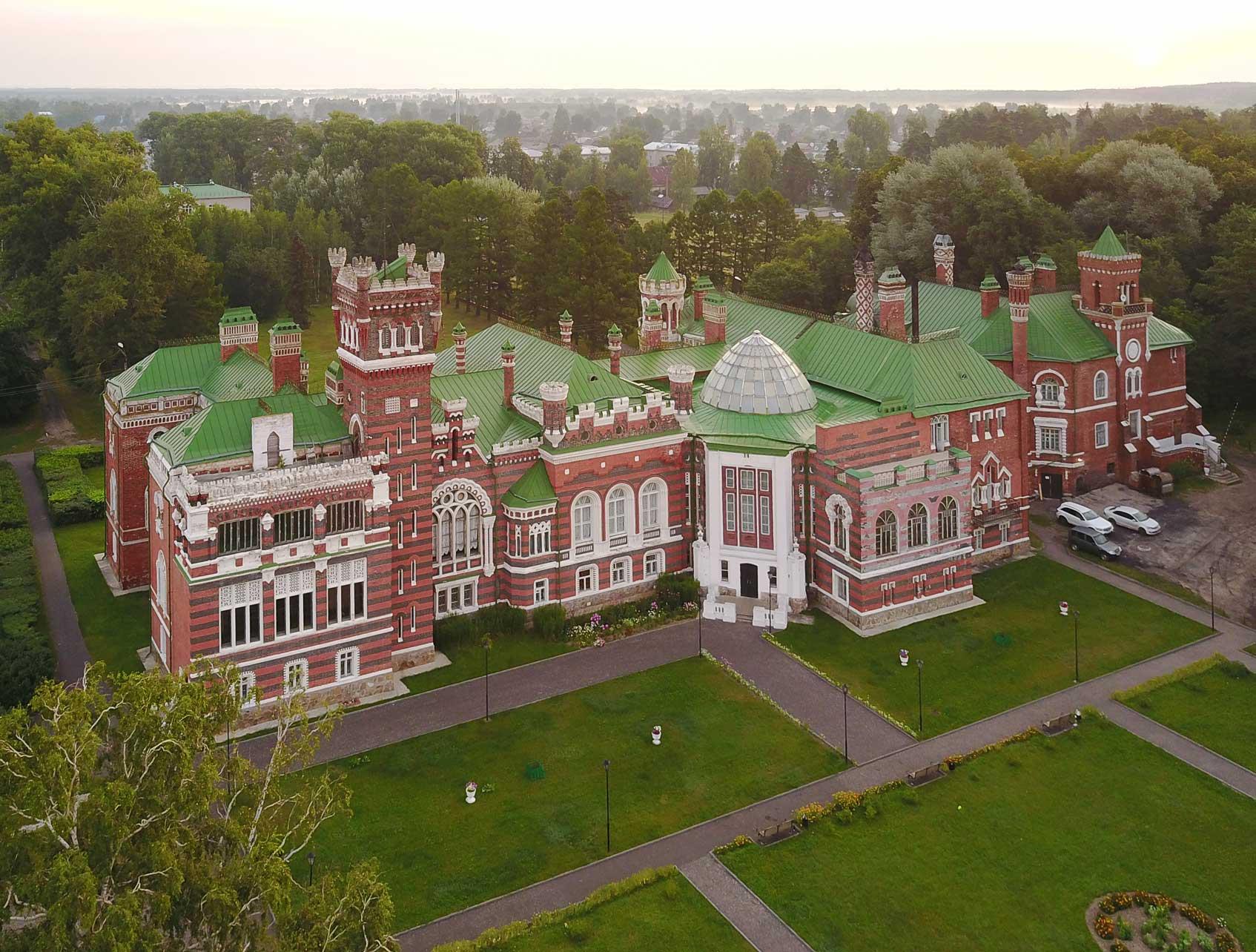 Вид на южный фасад замка Шереметева