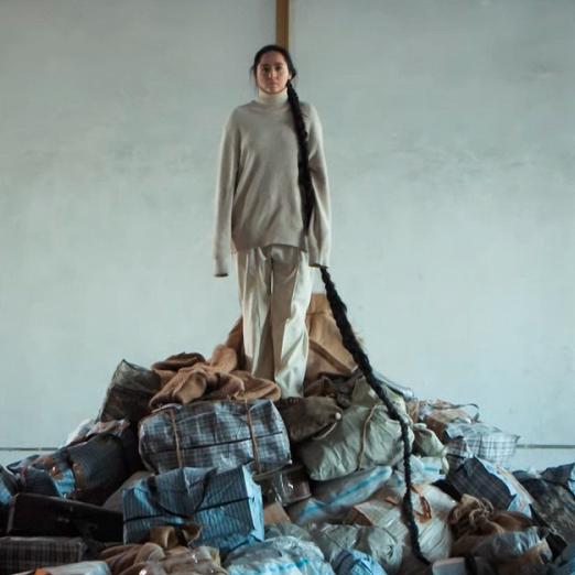 Певица Манижа посвятила новый клип беженцам