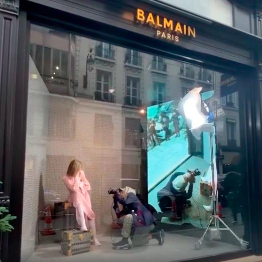 Съемка новой коллекции Balmain прошла в витрине бутика