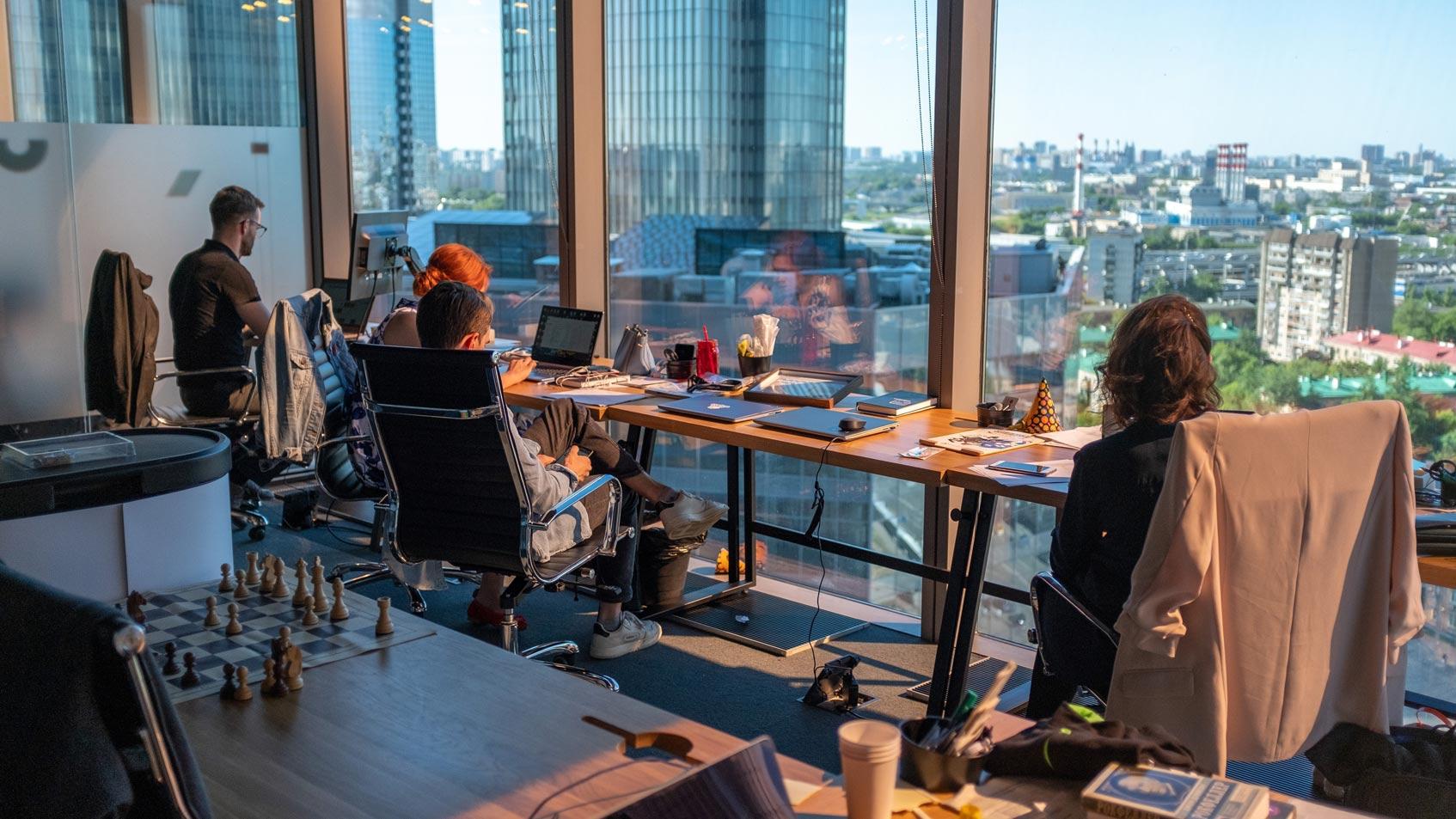 интроверты и экстраверты на работе