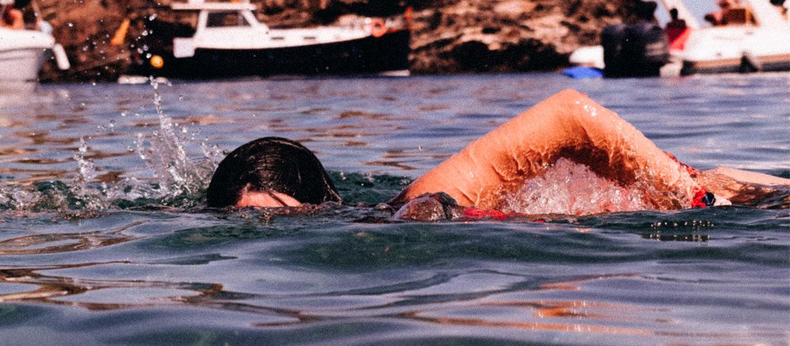 соревнования по заплыву в кроссовках