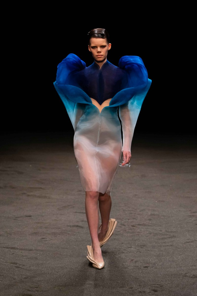 неделя моды в париже Iris Van Herpen
