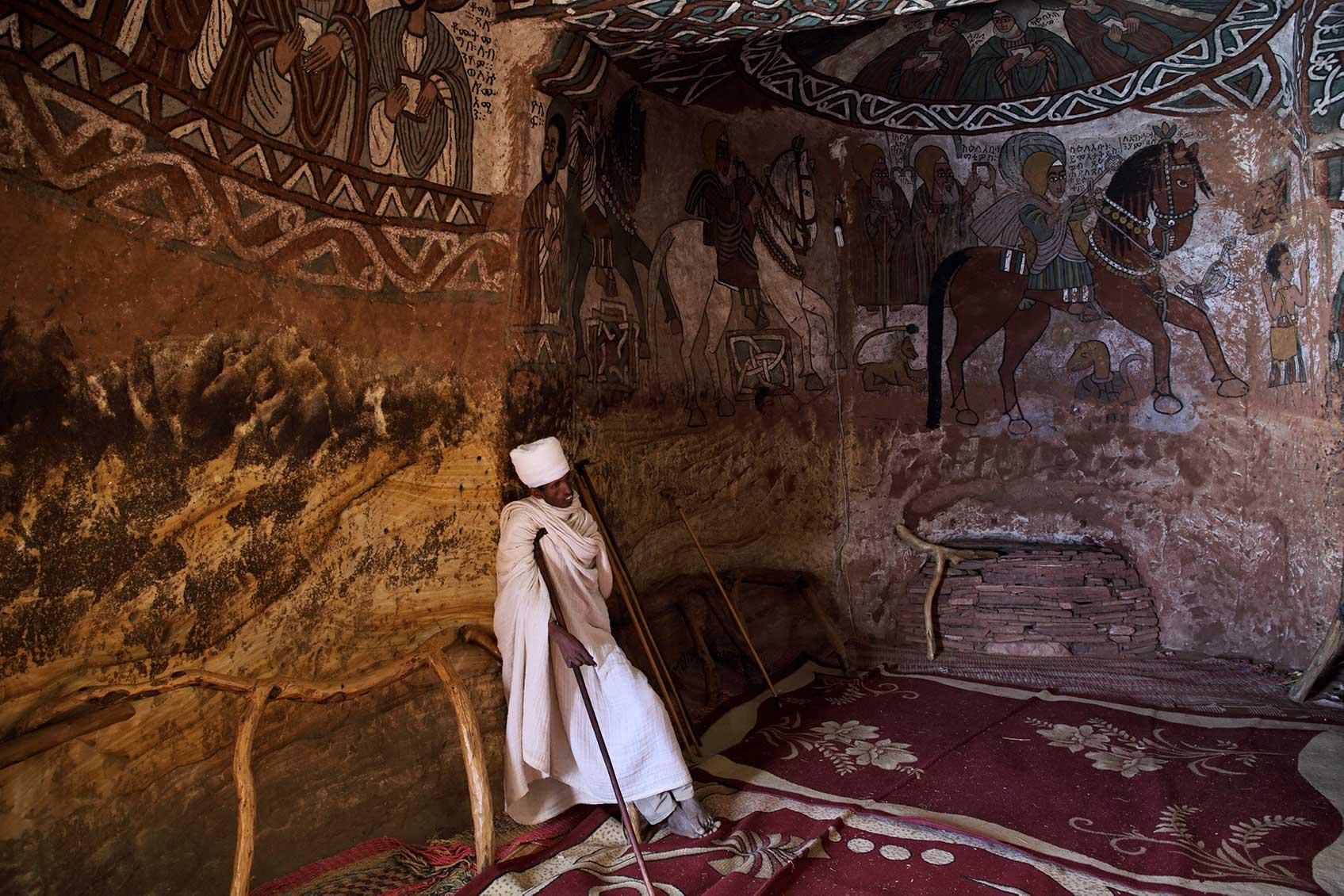 священник в церкви Абуна Ямата Гух