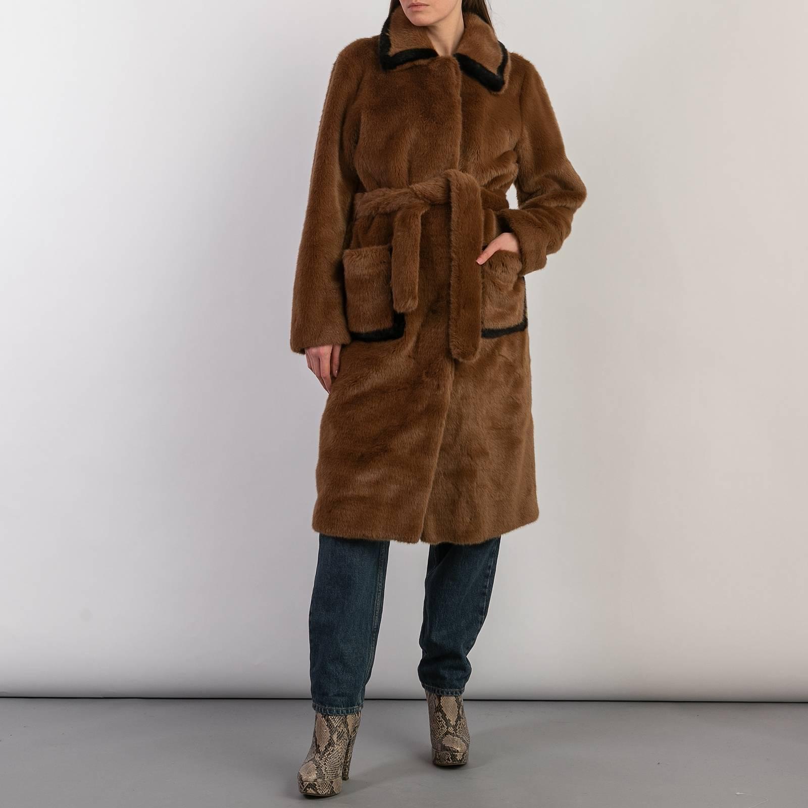 Пальто из искуссвтенного меха, Sandro,25 400 руб. secondfriendstore.ru