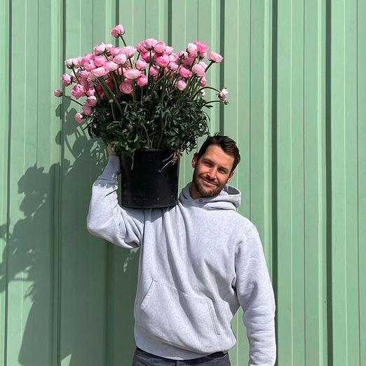 Симон Порт Жакмюс открыл цветочный магазин