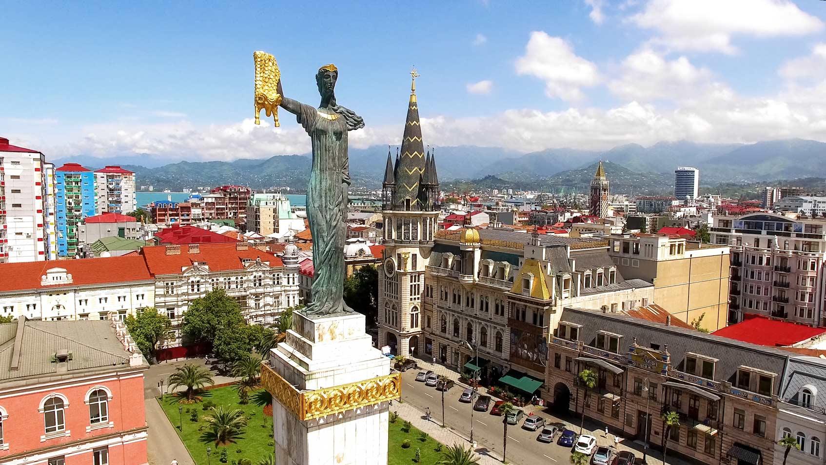 Памятник Медее на площади Европы в Батуми