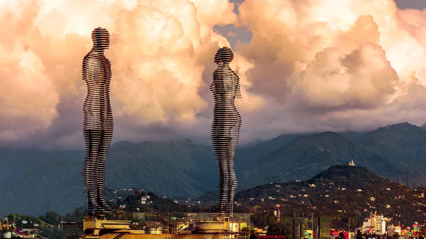 Движущаяся скульптура «Али и Нино»