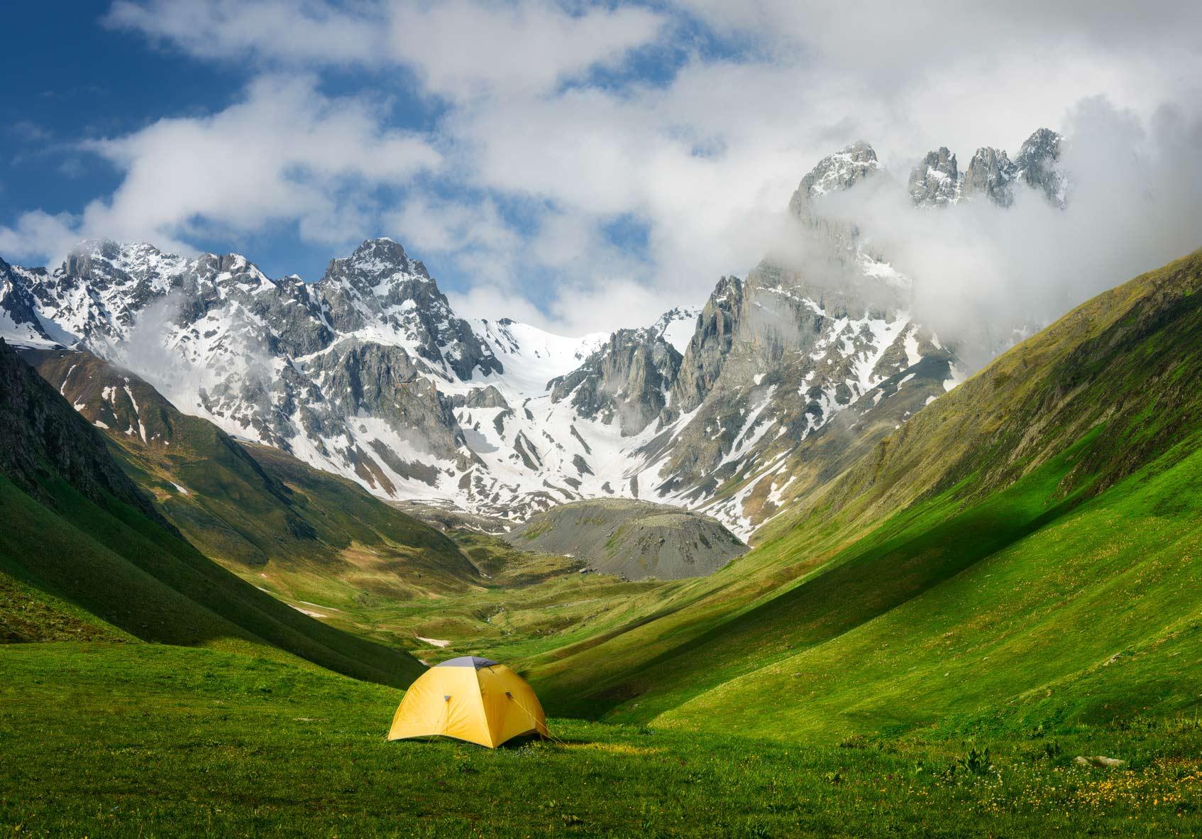 Горный пейзаж в национальном парке Казбеги
