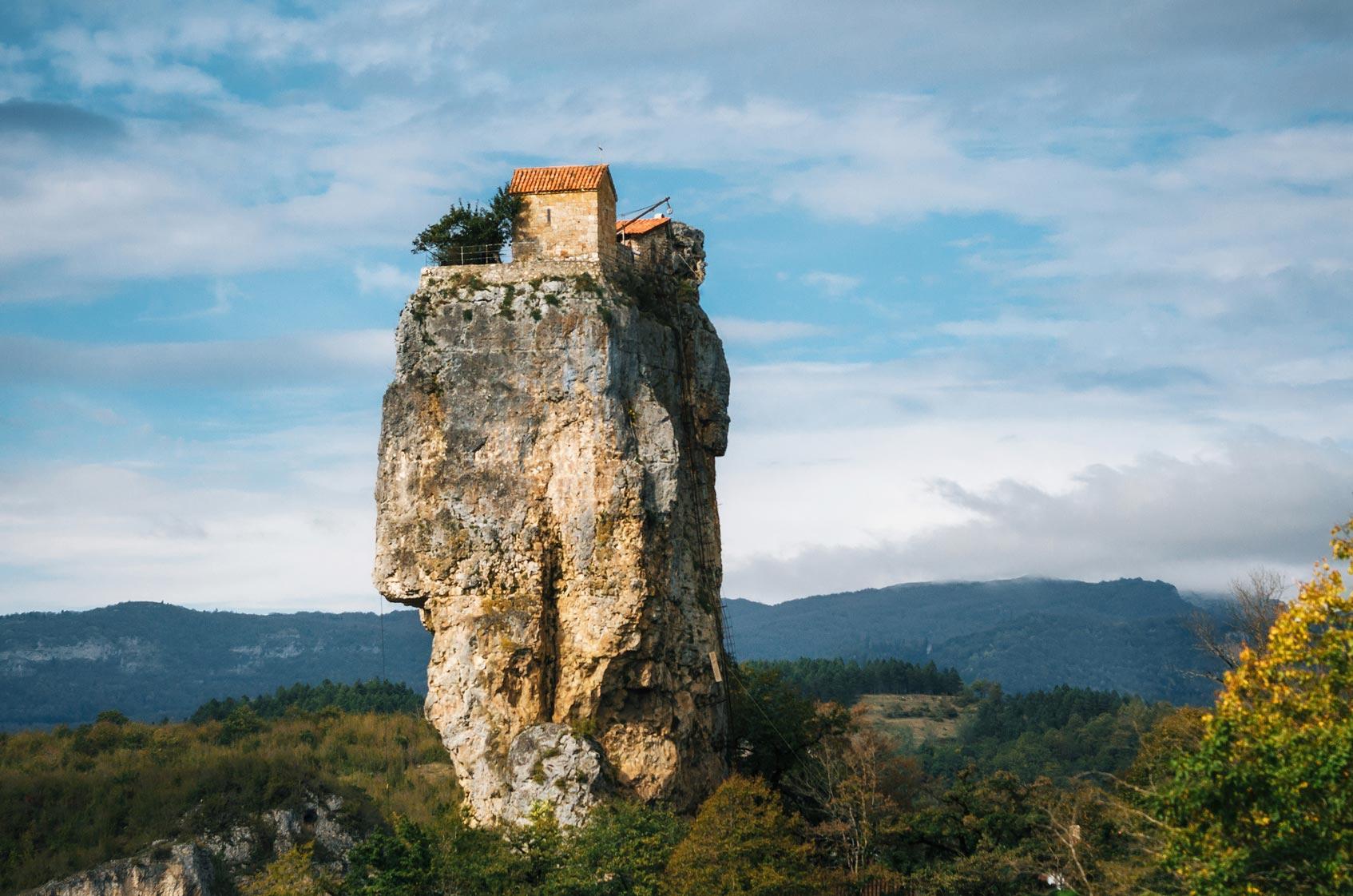 Мужской монастырь возле села Кацхи