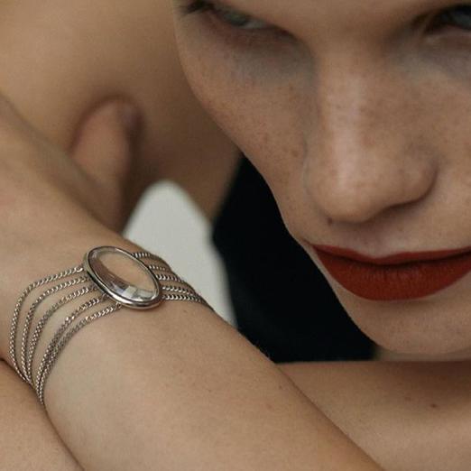 В Avgvst появился браслет-коллар по мотивам ожерелья принцессы Дианы