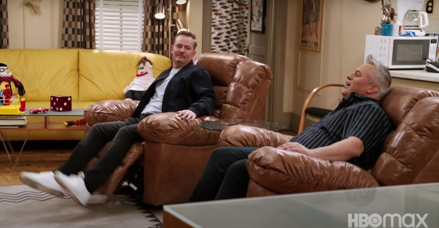 Кожаные кресла Джоуи и Чендлера