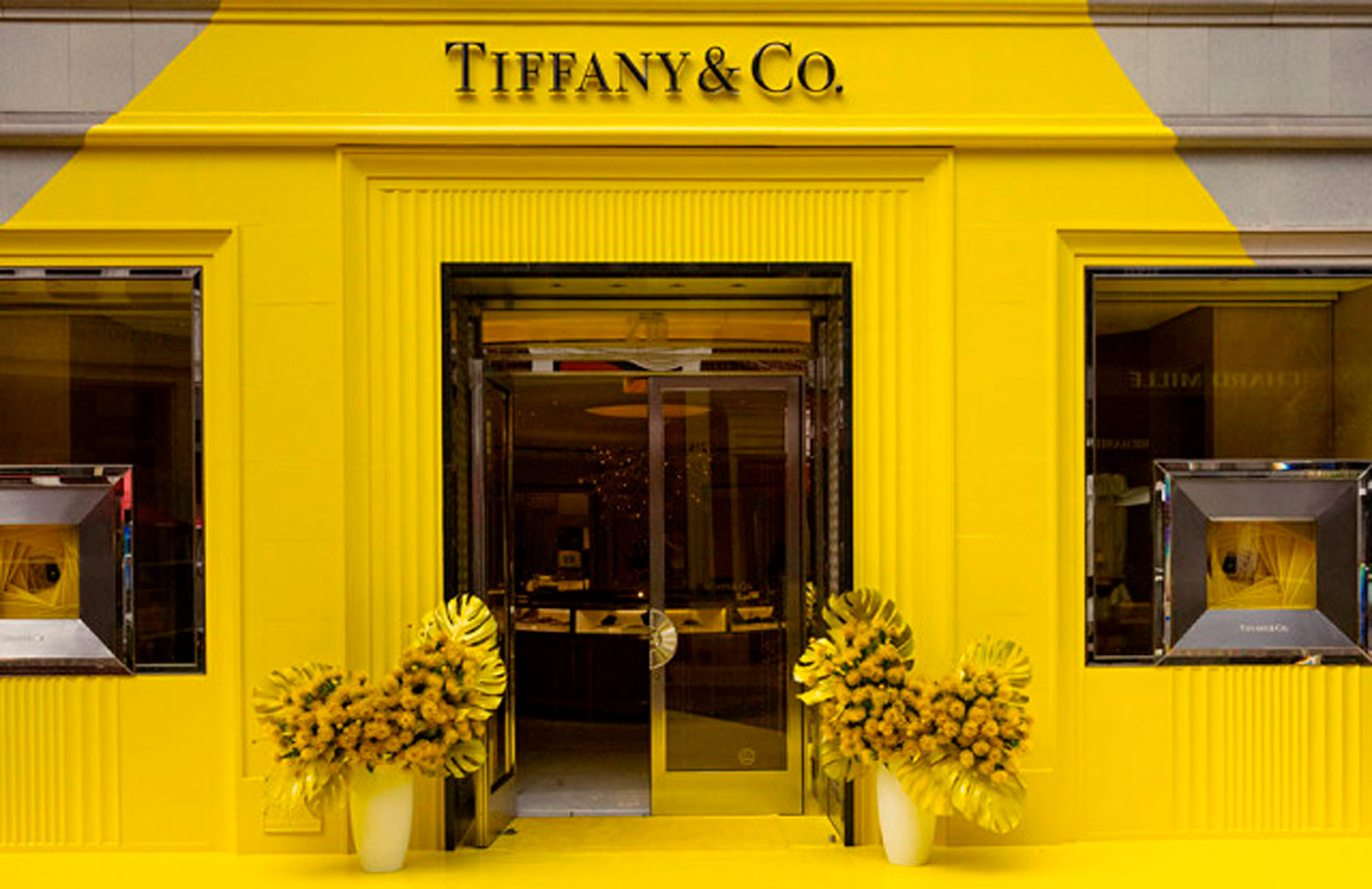 Бутик Tiffany & Co. в Беверли-Хиллз сменил цвет на ярко-желтый